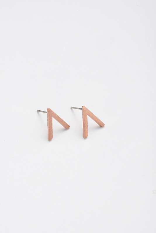 Stilen: Vee rose earrings