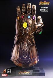 Avengers: Infinity War - Infinity Gauntlet Prop Replica