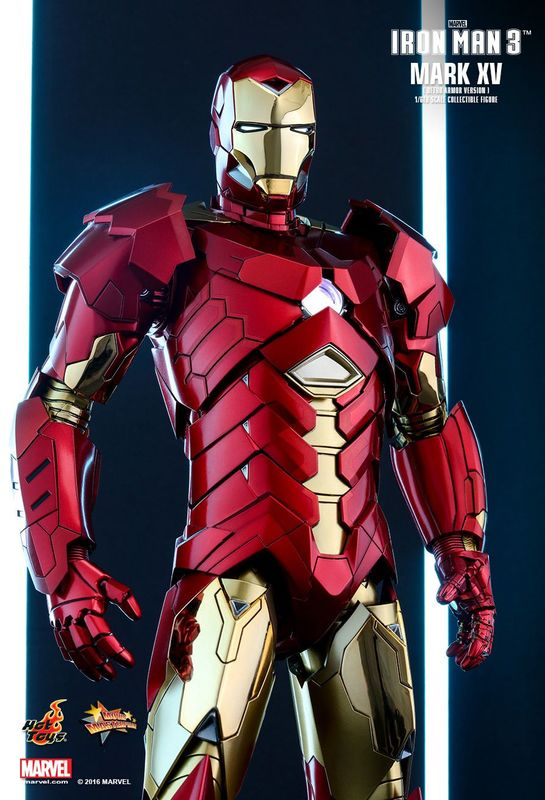Iron Man 3: Mark XV Retro Armor - 1:6 Scale Figure