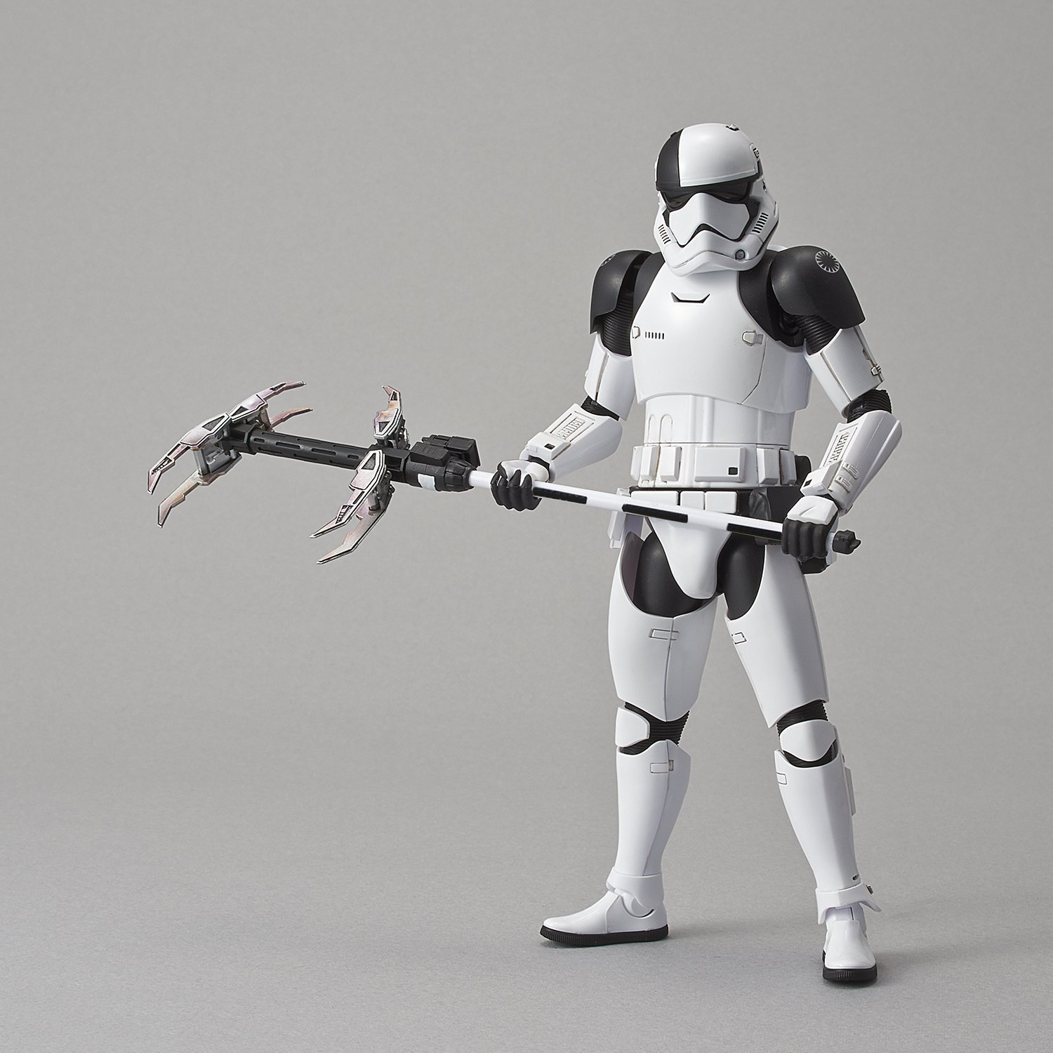 Star Wars 1/12 First Order Stormtrooper Executioner - Scale Model Kit image