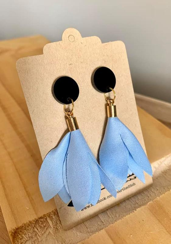 Over the Ditch: Floral Dangle Earrings - Baby Blue/Black