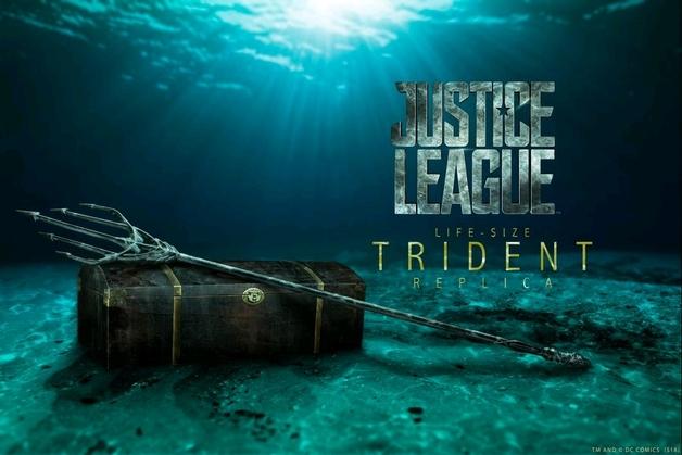 Justice League: Aquaman's Trident & Treasure Chest - Life-Size Replica