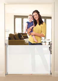 Dreambaby Retractable Gate - White image