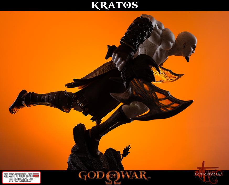 God of War Lunging Kratos 1/4 Statue image