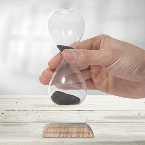 Magnetic hourglass image