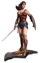Batman vs Superman: Wonder Woman Statue
