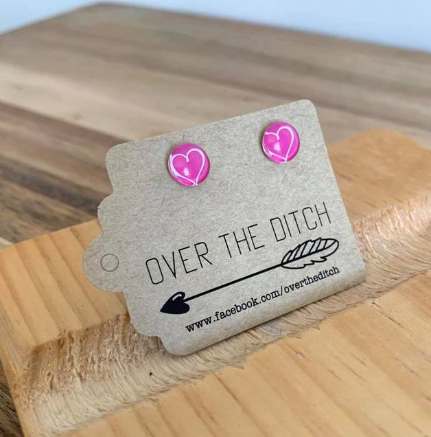 Over the Ditch: Dome Earrings 8 mm - Pink heart