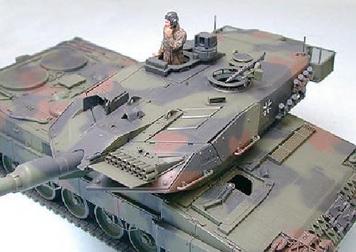 Tamiya 1/35 Leopard 2 A5 Main Battle Tank - Model Kit image