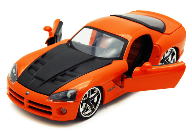 Jada: 1/24 Dodge Viper Srt-10 Diecast Model (Orange)