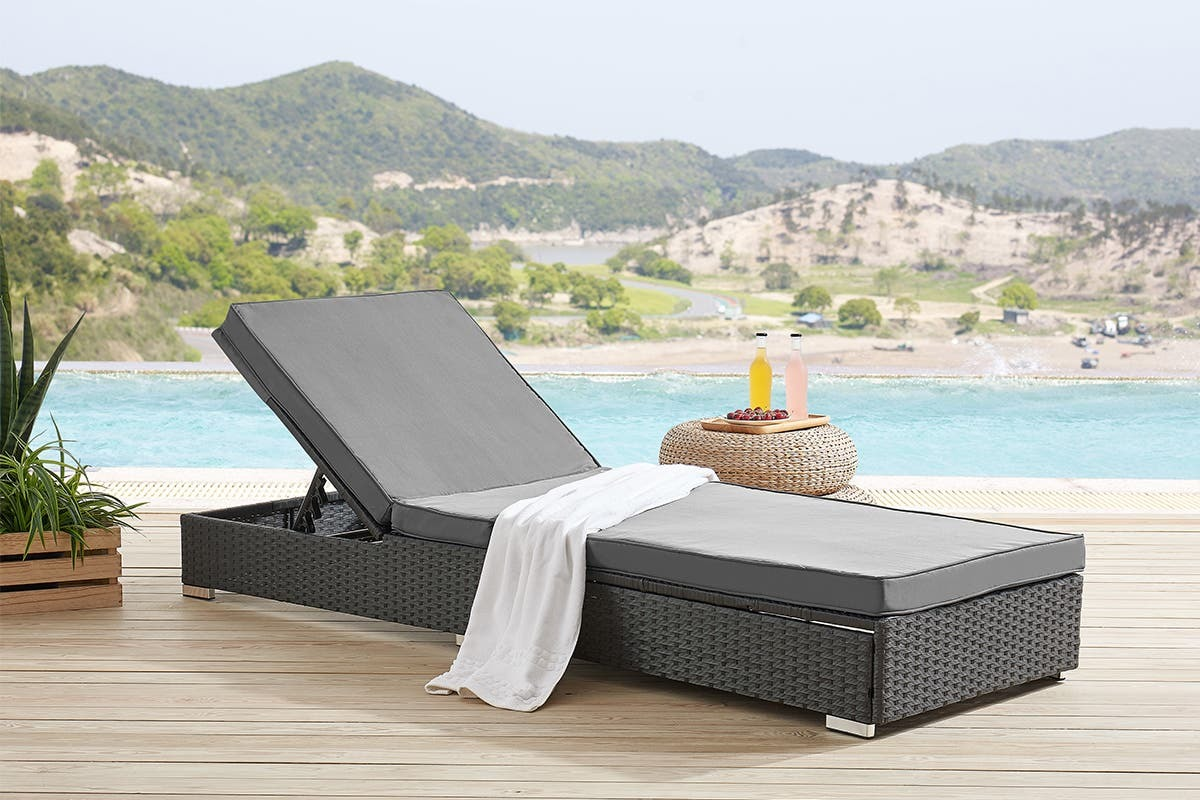 Shangri-La Saint-Malo Outdoor Furniture Sun Lounger image