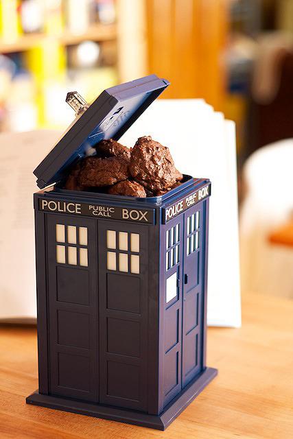 Doctor Who - Tardis Talking Cookie Jar image
