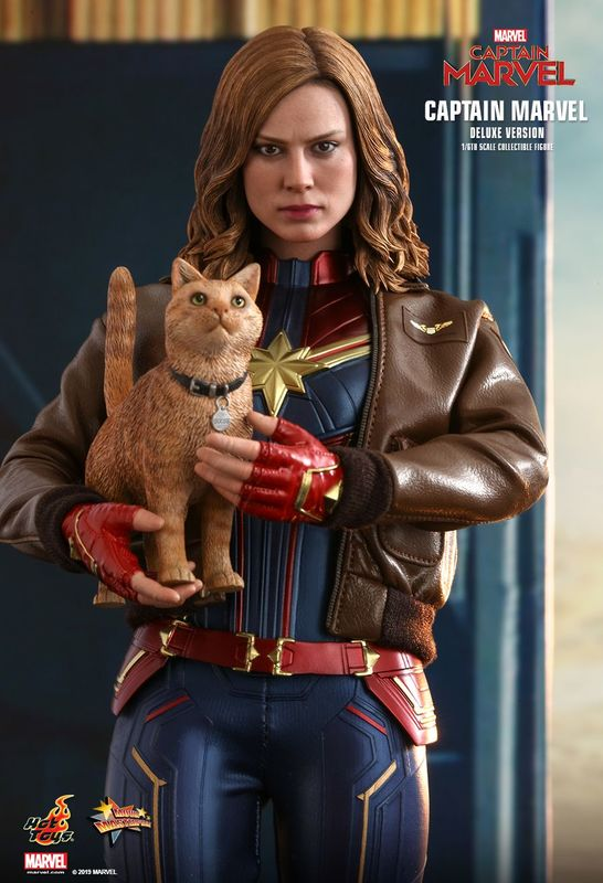 """Captain Marvel: Captain Marvel (Deluxe) - 12"""" Articulated Figure"""