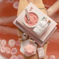 We Live Like This: Feelin Fresh Bath Soak - Coconut Rose (220g) image