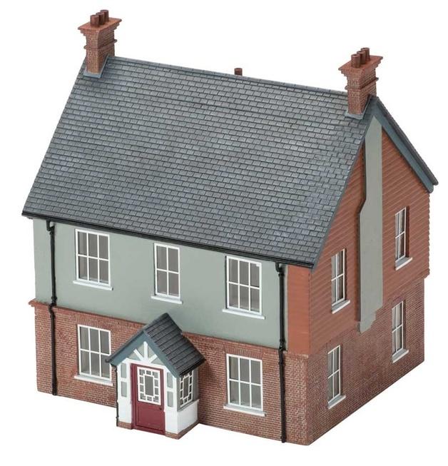 Hornby: Modern Detached House