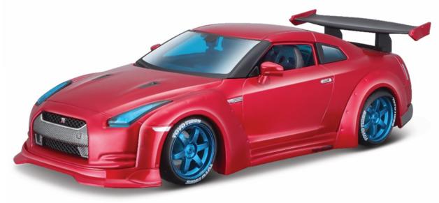 Maisto: 1:24 Die-Cast Vehicle - Nissan Gt-R (Metallic Red)