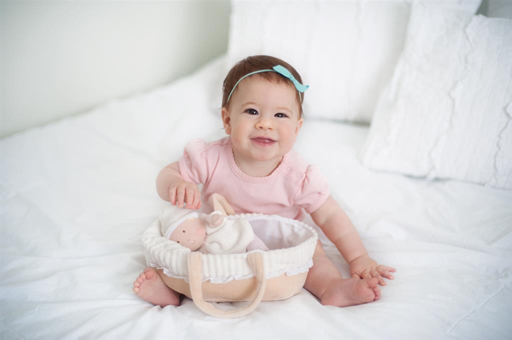 Bonikka: Carry Cot with Baby Doll, Bottle & Blanket (23cm) image