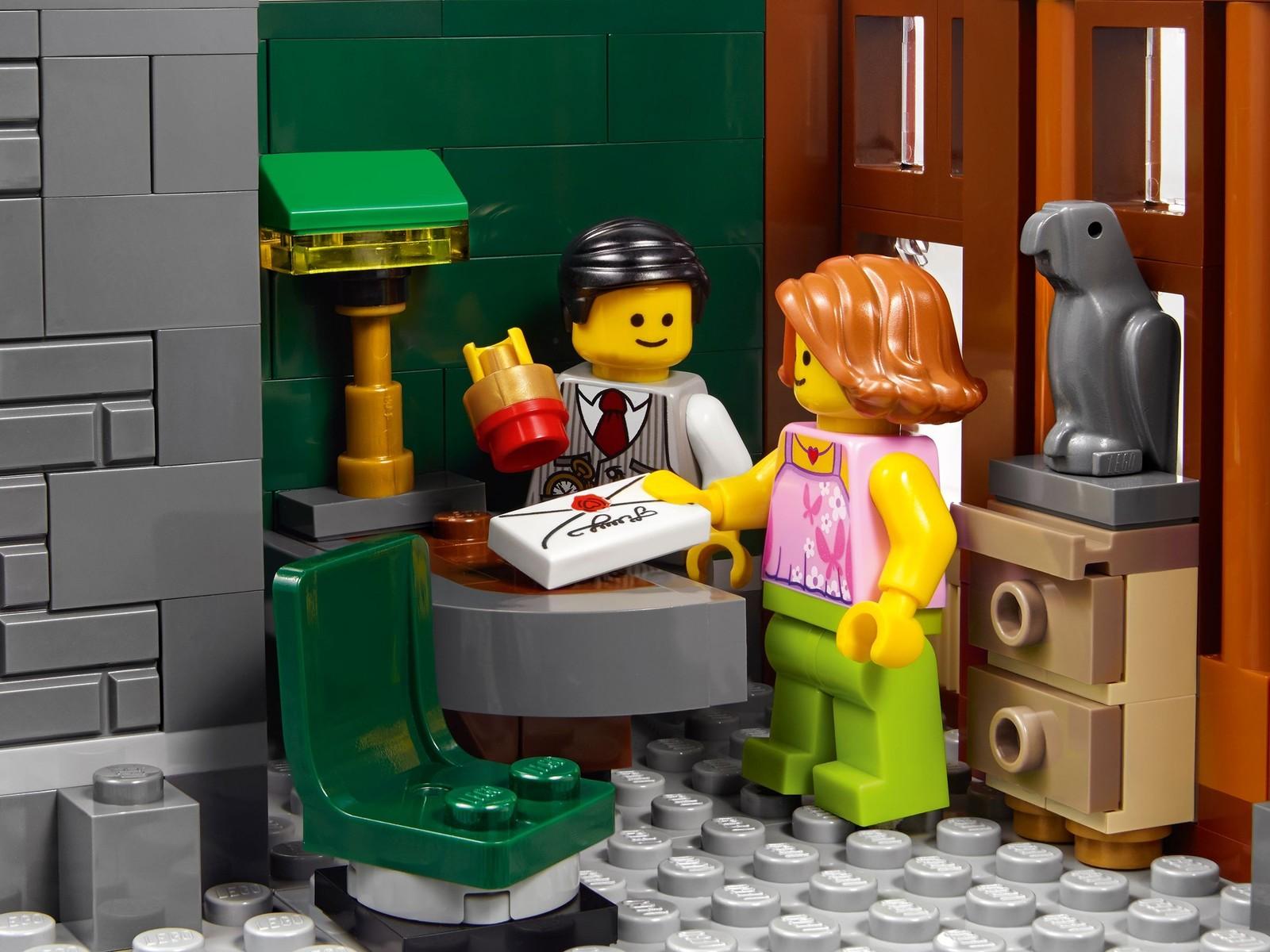 Lego Creator Brick Bank 10251 Toy At Mighty Ape Nz