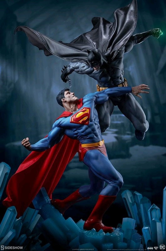"DC Comics: Batman vs Superman - 23.5"" Premium Diorama"