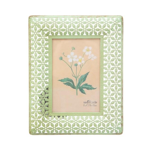 Sass & Belle: Green Metal Floral Frame