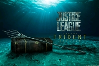 Justice League: Aquaman's Trident & Treasure Chest - Life-Size Replica