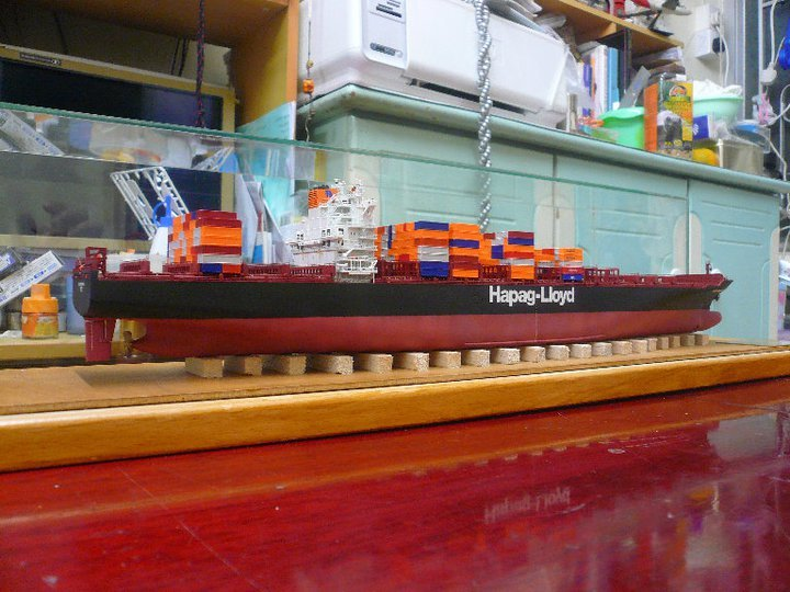 revell 1 700 container ship colombo express