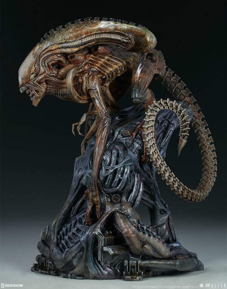 """Xenomorph Warrior - 18"""" Maquette Statue image"""