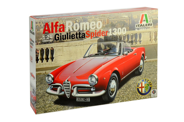 Italeri 1/24 Alfa Romeo Giulietta Spider 1300 - Model Kit
