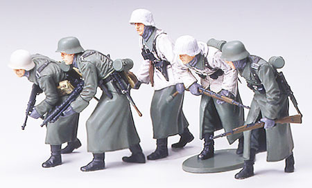 Tamiya German Assault Infantry with Winter Gear Figure Set 1:35 Model Kit image