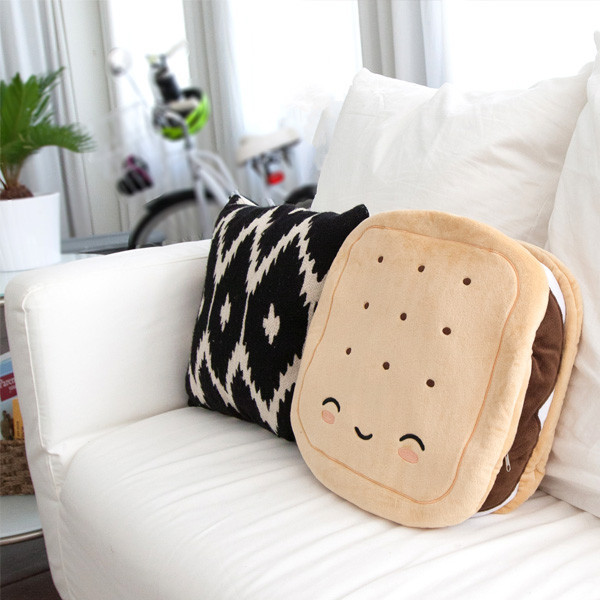 Wireless Warming Pillow - S'mores image