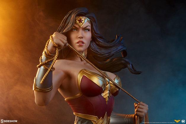 "DC Comics: Wonder Woman - 9.5"" Character Bust"