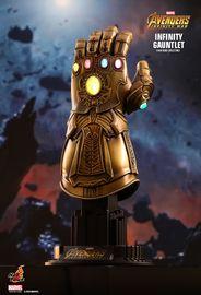 Avengers: Infinity War - Infinity Gauntlet - 1:4 Scale Replica