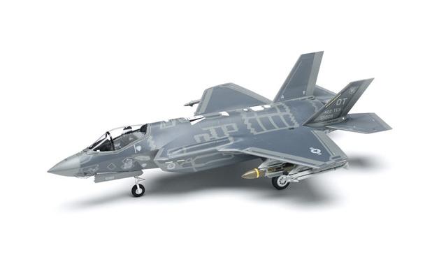 Academy 1/72 F-35A Lightning II USAF Scale Model Kit