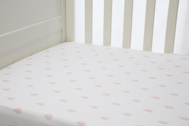 L'il Fraser: Pink Raindrop Fitted Sheet