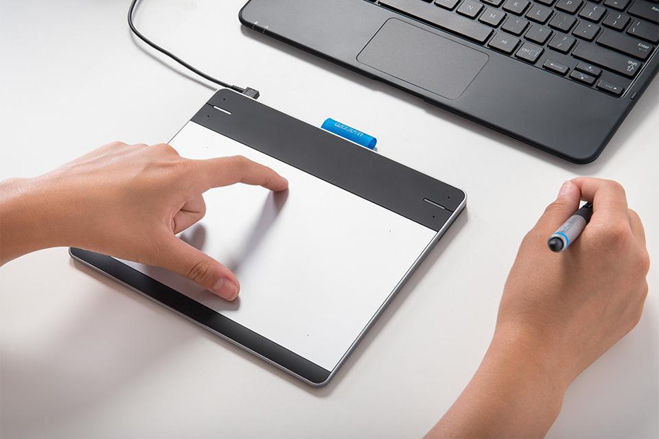 Wacom Intuos PEN (CTL-490DW-S), Tablet with Digital Pen,