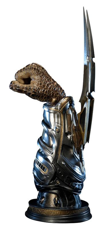 Predator: Fugitive Predator Wristblade - 1:1 Scale Replica Bust