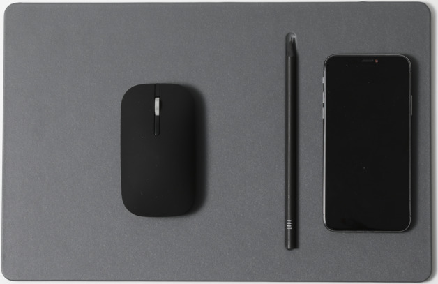Pout HANDS 3 PRO Fast Wireless Charging Mouse Pad Dust Gray
