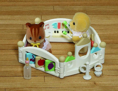 Sylvanian Families: Baby Let's Play Playpen