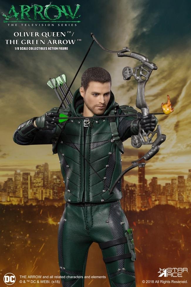 Arrow: Green Arrow (S7) - 1:8 Scale Deluxe Figure image