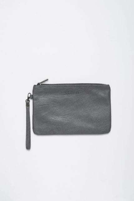 Stilen: Darby smoke clutch