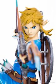 "Legend of Zelda: Breath of the Wild - 10"" Link PVC Statue image"